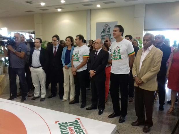 Camilo Santana no lançamento do Programa de Ensino Médio de Tempo Integral (Foto: Leandro Silva/TV Verdes Mares)