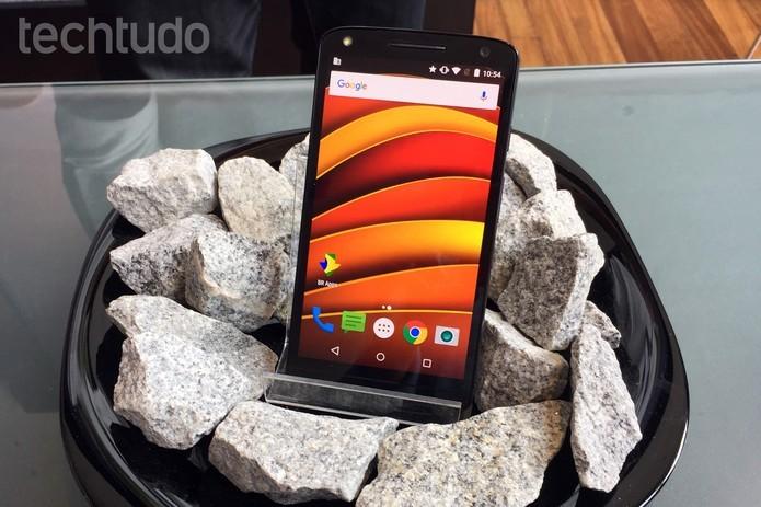 O Moto X Force é um dos smartphones com a maior bateria do mercado (Foto: Nicolly Vimercate/TechTudo)