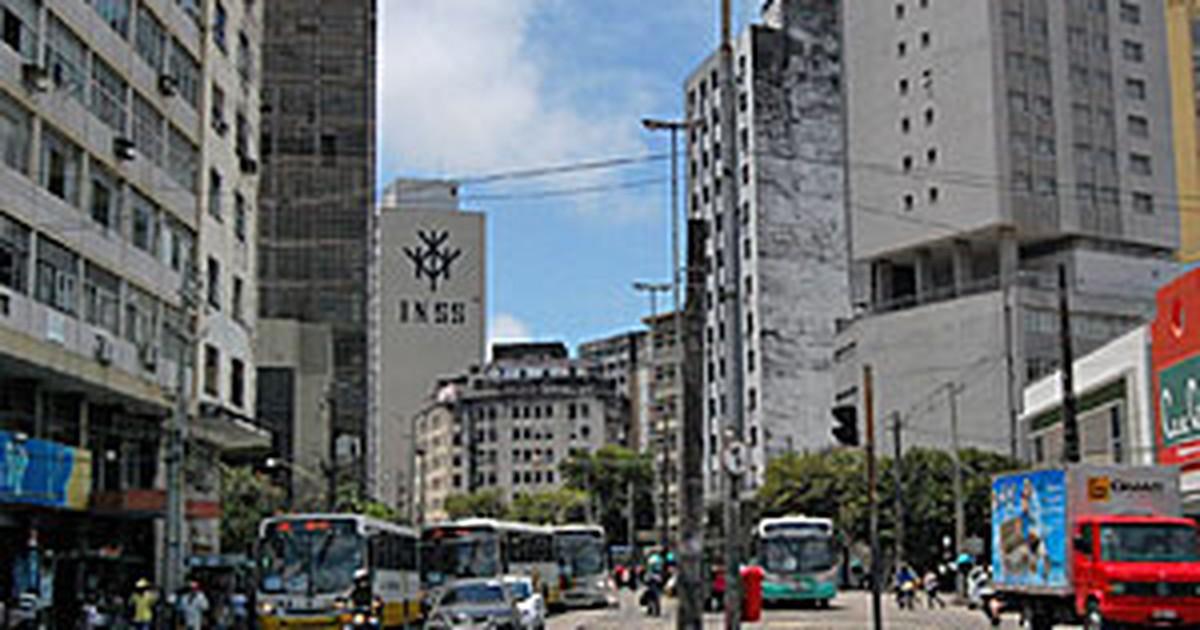 Montagem de estruturas para folia muda paradas de ônibus no Recife - Globo.com