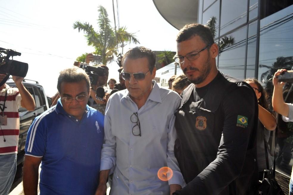 O ex-ministro do Turismo Henrique Eduardo Alves, ao ser preso pela PF em junho deste ano (Foto: Frankie Marcone/Futura Press/Estadão Conteúdo)