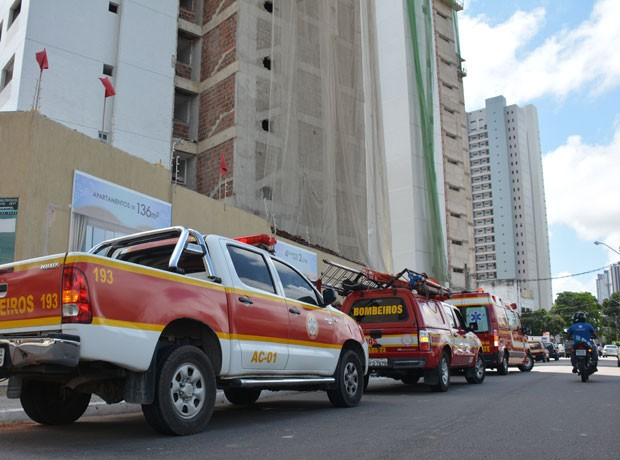 Corpo de Bombeiros foi chamado para atender ocorrência, em João Pessoa (Foto: Walter Paparazzo/G1)