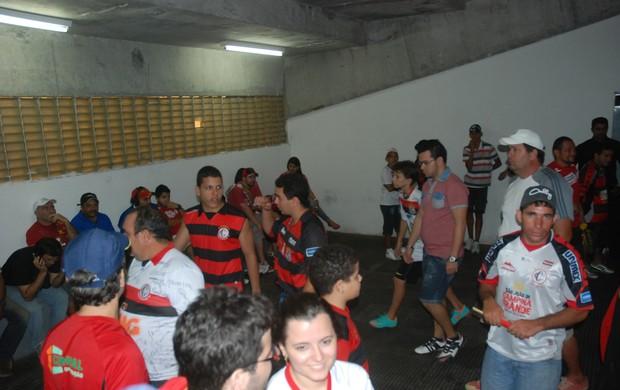 Nos vestiários, o Campinense continua festejando (Foto: Silas Batista / Globoesporte.com/pb)