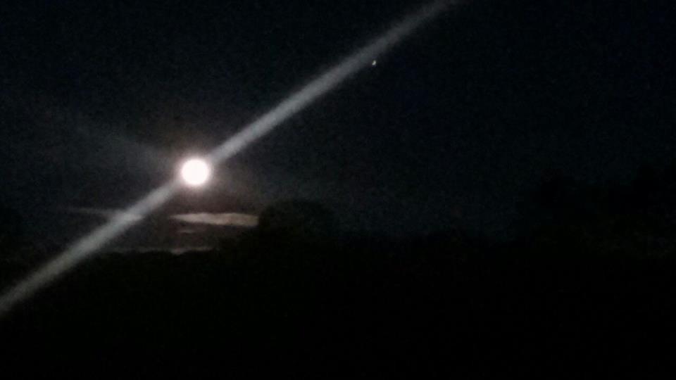 lua azul (Foto: Leonel Benedito)