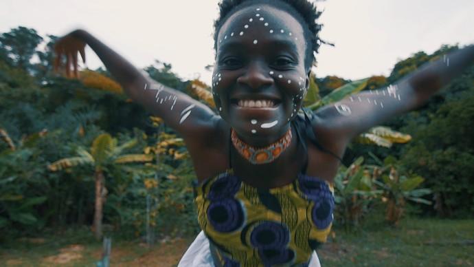 Cássia aderiu às cores e elegância das africanas: 'Estava em casa' (Foto: TV Bahia)