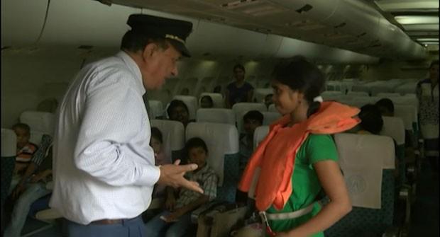 [Internacional] Indiano vende 'voos' a US$ 1 para cidadãos pobres Indiaplane3