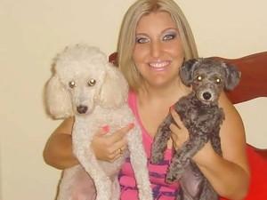 Priscila Gouveia com suas cachorras Nina e Princesa (Foto: Arquivo pessoal/Priscila Gouveia)