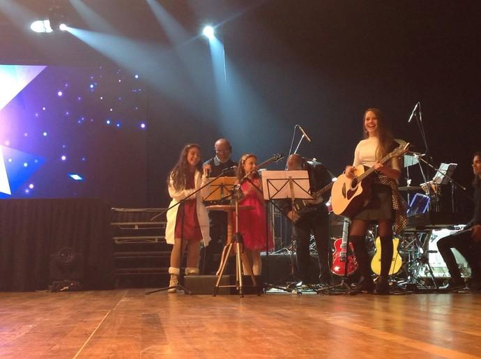 Rafa fez o número do cup song ao lado de Pérola e Carol Passos (Foto: Divulgação/RPC)