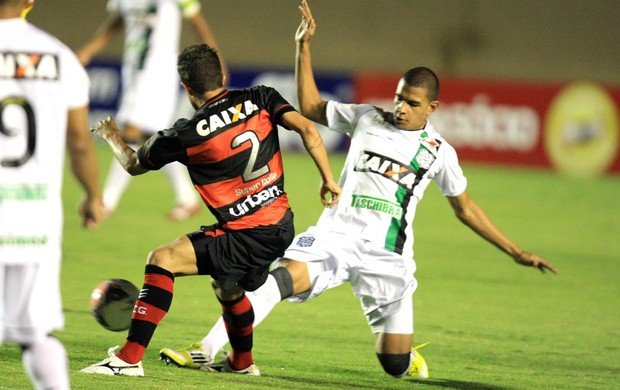 Rafael Cruz e Dener Atlético-GO e Figueirense (Foto: Carlos Costa / Futura Press)