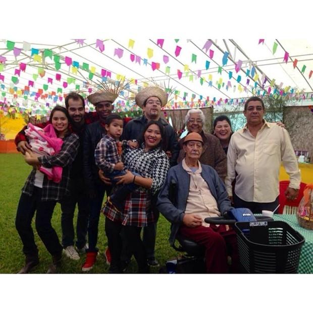 Gabriel com a família (Foto: Reprodução/Instagram)
