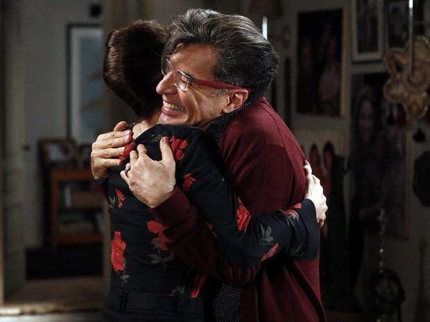 Os dois querem publicar no blog que Zé Alfredo é o pai de Cristina (Foto: Fábio Rocha/TV Globo)