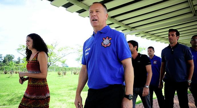 Mano Menezes corinthians treino (Foto: Marcos Ribolli / Globoesporte.com)
