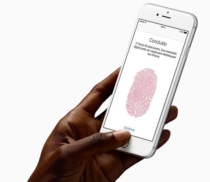 iPhone 6S tem sensor de digitais Touch ID melhorado (Foto: Divulgação/Apple)