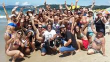 Laine Valgas mostra quem é  o bonitão da praia em Floripa (RBS TV/Divulgação)