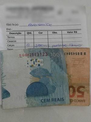 Dinheiro foi devolvido na entrega das roupas limpas (Foto: Ronaldo Zechlinski de Oliveira/Arquivo Pessoal)