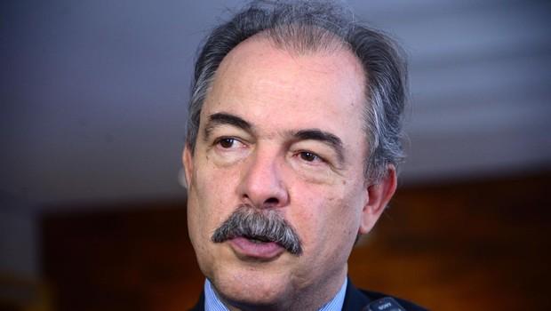 O ministro da Educação, Aloizio Mercadante, fala à imprensa (Foto: Antônio Cruz/Agência Brasil)