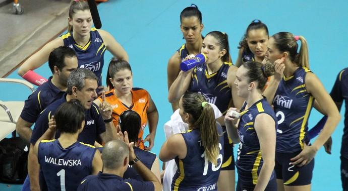Zé Roberto comanda o Campinas diante do Rio de Janeiro (Foto: Felipe Christ/Vôlei Amil)