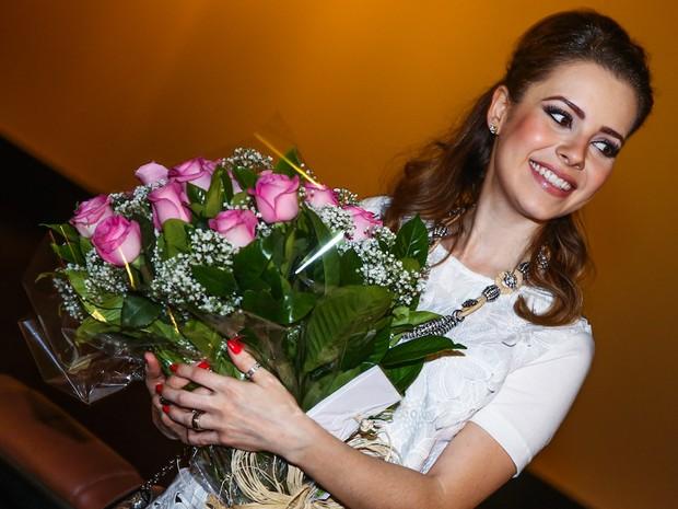 Sandy ganha flores em pré-estreia de filme em São Paulo (Foto: Manuela Scarpa/ Foto Rio News)
