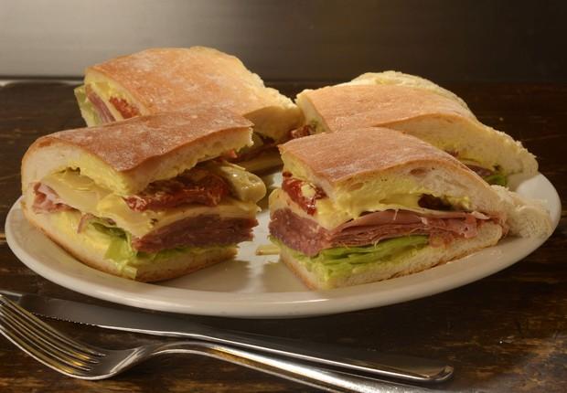 O sanduíche Spazio leva presunto parma, provolone, alface, alcachofra, tomate seco e maionese especial (Foto: Divulgação)