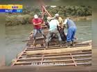 Moradores consertam ponte que ruiu na divisa entre RS e SC