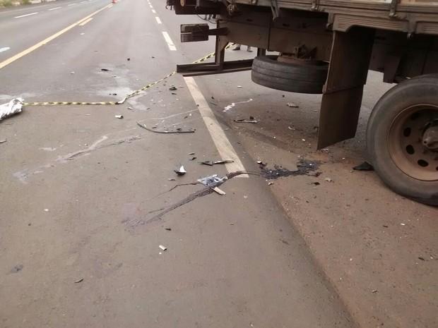 Duas pessoas morrem em acidente com caminhão na BR-365 em Celso Bueno (Foto: Portilho Online)