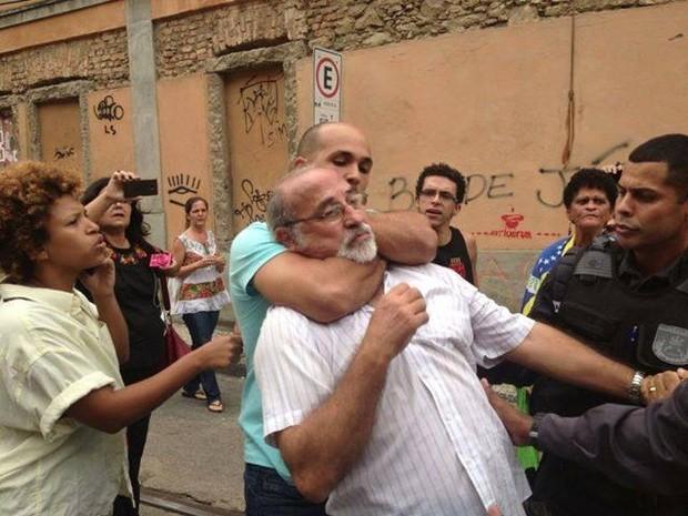 Artista plástico foi agredido durante manifestação na quarta (26) (Foto: Carlos Lobo/Arquivo Pessoal)