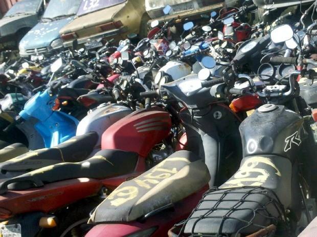 Motocicletas sucateadas serão leiloadas no dia 22 de agosto. (Foto: Divulgação/Detran-ES)