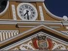 Relógio do Legislativo boliviano passa a girar no sentido anti-horário