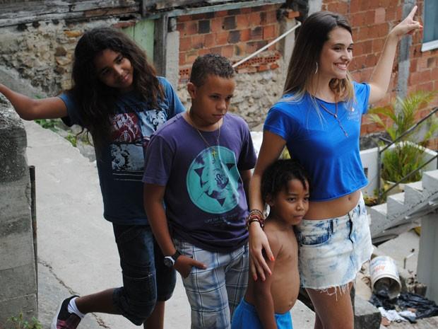 Muito simpática, a atriz fez a festa com fãs mirins, que não paravam quietos (Foto: Malhação / Tv Globo)