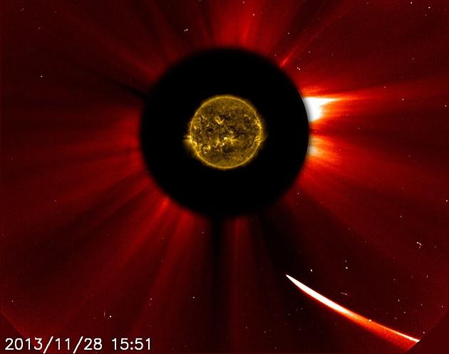 Cometa Ison viaja em direção ao Sol nesta quinta-feira (28) (Foto: ESA&NASA/SOHO/SDO)