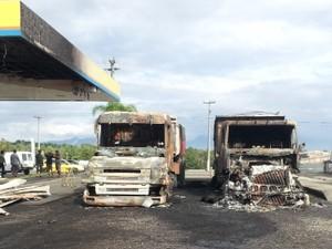 Carretas estavam paradas no estacionamento do posto (Foto: Polícia Militar/Divulgação)