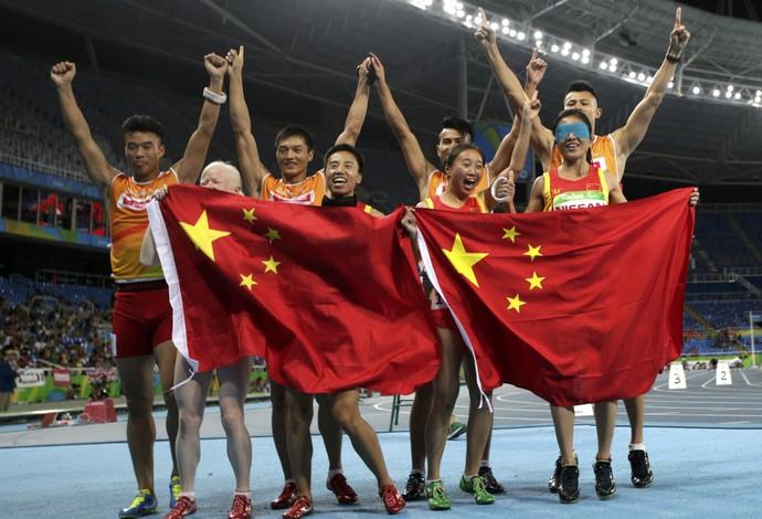 Revezamento 4x100m feminino ouro china rio 2016 (Foto: Reuters)
