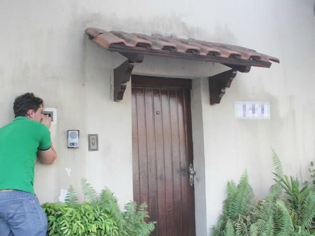 Integrantes do Conselho Tutelar da Zona Centro Sul se comunicava com a criança pela caixa do correios da casa (Foto: Girlene Medeiros/G1 AM)