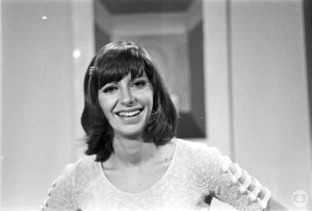 Marília Pêra em Uma Rosa com Amor, de 1972 (Foto: TVGlobo / Divulgação)