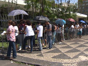 fila maria bethânia (Foto: Imagens/TV Bahia)