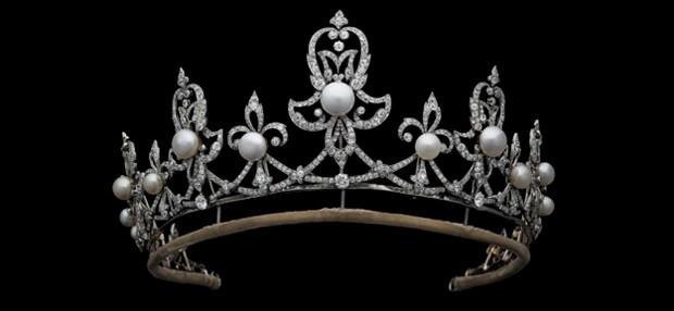 A tiara Spencer, presente da condessa Spencer para Lady Di. (Foto: Divulgao )