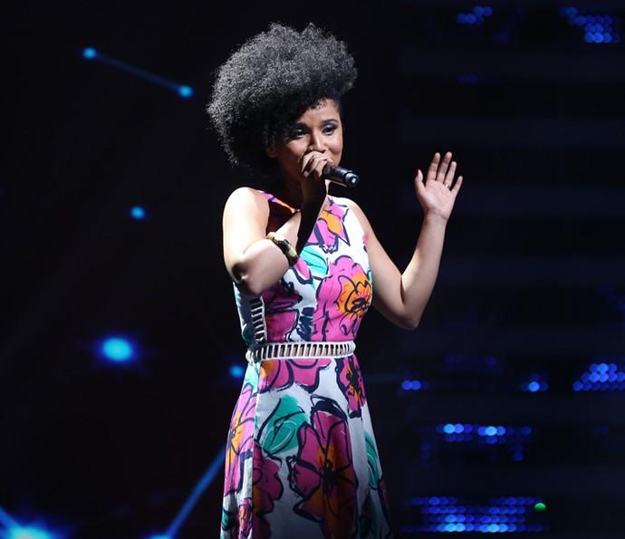 Évila, participante do 'Iluminados', no palco do 'Domingão do Faustão' (Foto: Isabella Pinheiro/Gshow)
