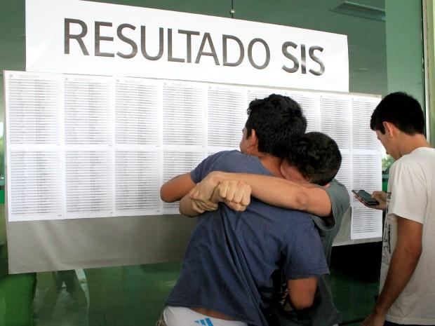 Amigos foram aprovados no curso de Egenharia da UEA (Foto: Jamile Alves/G1 AM)
