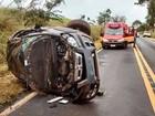 Mulher grávida capota carro em rodovia de Votuporanga