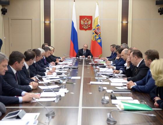 O presidente da Rússia Vladimir Putin pediu ao parlamento para enviar tropas à Síria, com o intuito de combater o Estado Islâmico (EI) (Foto: Alexei Nikolsky/RIA Novosti, Kremlin Pool Photo via AP)