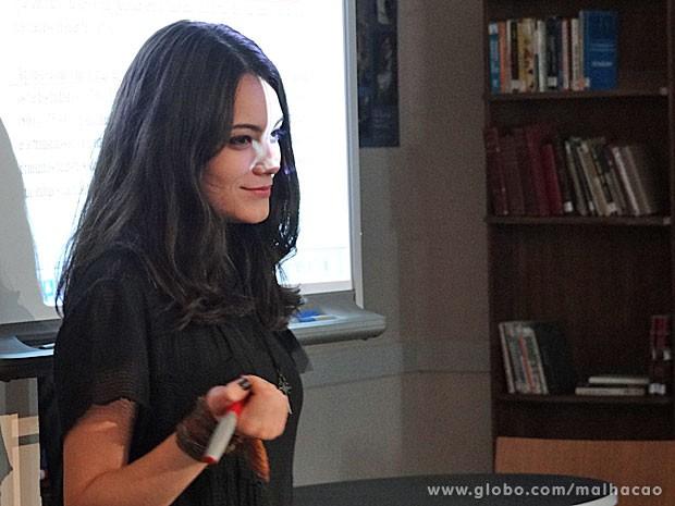 Diva cama atenção de Sidney (Foto: Malhação / TV Globo)