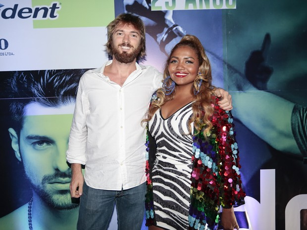 Gaby Amarantos e o namorado, Gareth Jones, em festa em São Paulo (Foto: Rafael Cusato/ Brazil News)