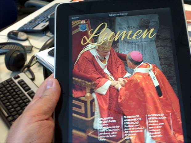 Revista Lunen, da Arquidiocese de Campinas, lançada recentemente  (Foto: Luciano Calafiori/G1 Campinas)