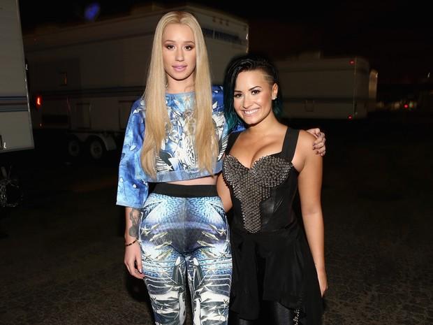 Iggy Azalea e Demi Lovato canta em Los Angeles, nos Estados Unidos (Foto: Christopher Polk/ Getty Images/ AFP)