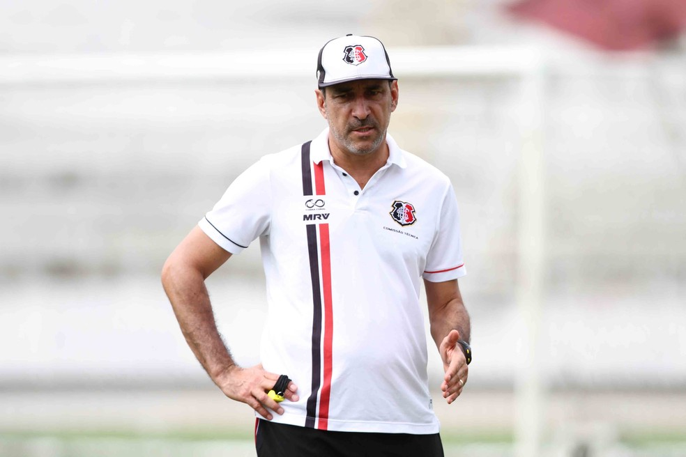 Vinicius Eutrópio é o novo comandante da Chapecoense (Foto: Marlon Costa/Pernambuco Press)