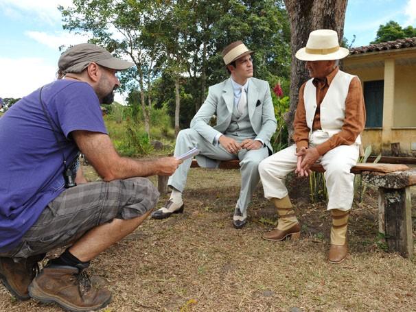 Mateus Solano grava cenas como o personagem Mundinho Falcão (Foto: Estevam Avellar / TV Globo)