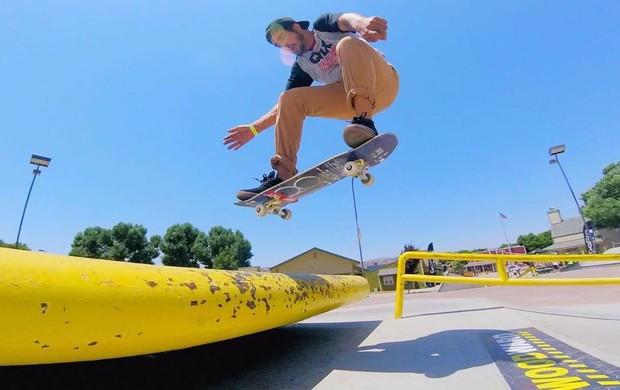 Caio Castro andando de skate em Woodward West (Foto: Reprodução/Instagram)