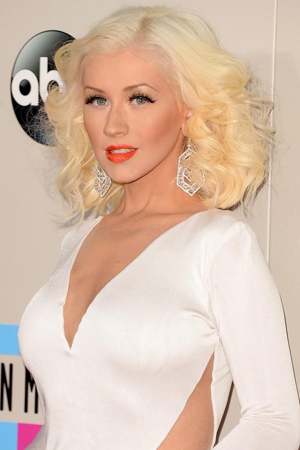 A cantora Christina Aguilera já se abriu sobre sua vida sexual inúmeras vezes e não fica tímida ao falar que adora experimentar coisas novas e que se excita mais com mulheres, mas que não consegue abrir mão do órgão sexual masculino (Foto: Getty Images)