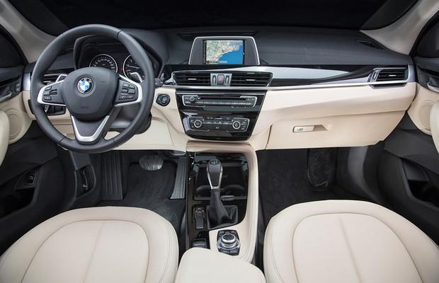 Painel central do BMW X1 sDrive20i (Foto: Divulgação)