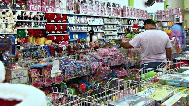 Lojas no centro da cidade são opção de presente (Foto: Acre TV)