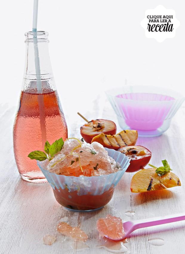 A granita de hortelã e grapefruit pode ser servida no final da refeição, com espetinhos de fruta, ou entre um prato e outro, para limpar o paladar (Foto: StockFood /Great Stock!)